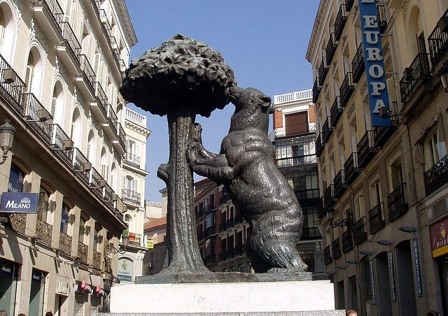 Estatua Oso y Madroño