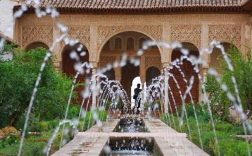 Skip the line: Alhambra guided tour with tickets and bus from Granada