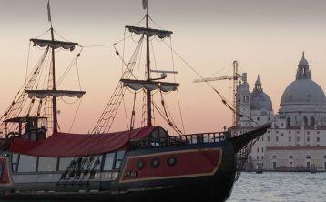 Paseo y Cena en un galeón veneciano