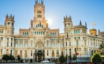 Small group: Habsburgs Madrid walking tour & Royal Palace tour