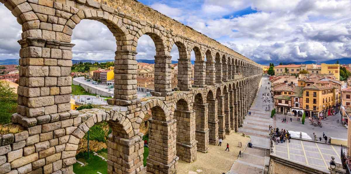Segovia toledo tour from madrid nattivus for Segovia oficina de turismo