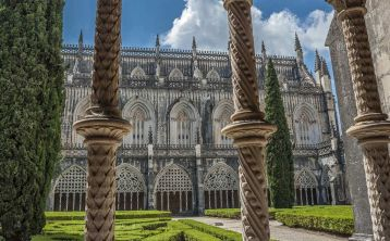 Tour from Lisbon: Fátima Sanctuary, Óbidos, Batalha Monastery & Nazaré