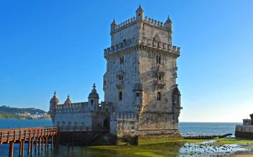 4 Days Tour in South Portugal: Lisbon, Évora, Lagos & Sesimbra