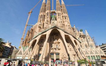 Barcelona: Gaudí Tour with Fast Track Guided Tour Sagrada Familia & Park Güell