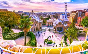 Barcelona City Tour in Small group: Park Güell, Sagrada Familia, Gothic Quarter & Montjuic