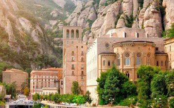 Early access: Monastery of Montserrat Tour with liquors tasting from Barcelona