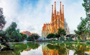 Fast track Tour Park Güell & Sagrada Familia with Towers