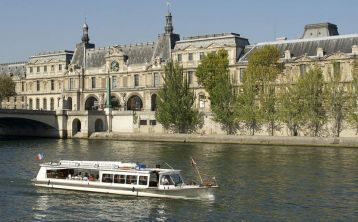 Paris Seine River Cruise & Lunch
