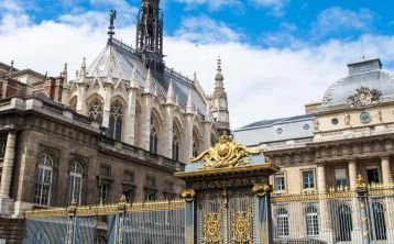Notre Dame Cathedral & Holy Chapel Tour