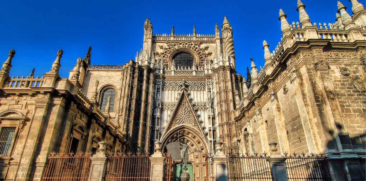 Seville: Sightseeing tour by bus, Santa Cruz Quarter, Giralda, Cathedral and ...